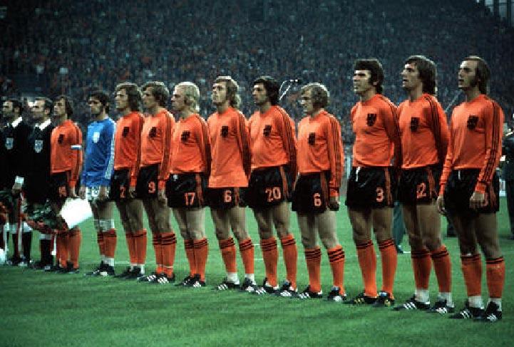 オランダ74adidasオレ黒オレ-整列.jpg