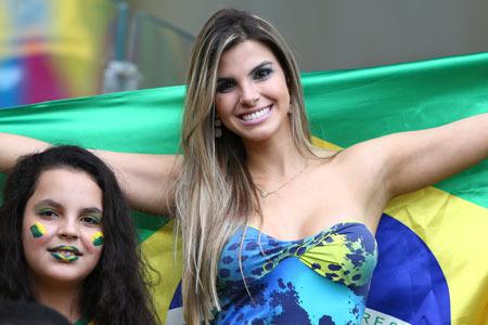 ブラジル_美女サポーター_10.jpg