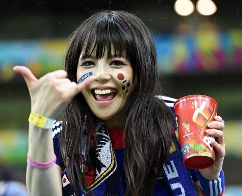 日本_美女サポーター_1.jpg