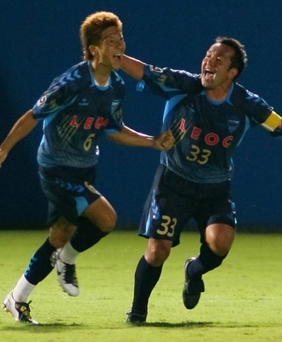 横浜FC-2010-hummel-サード-高地系治-柳沢将之.jpg
