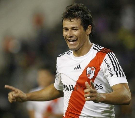 River-Plate-12-13-adidas-home-kit-Rodrigo-Mora.jpg