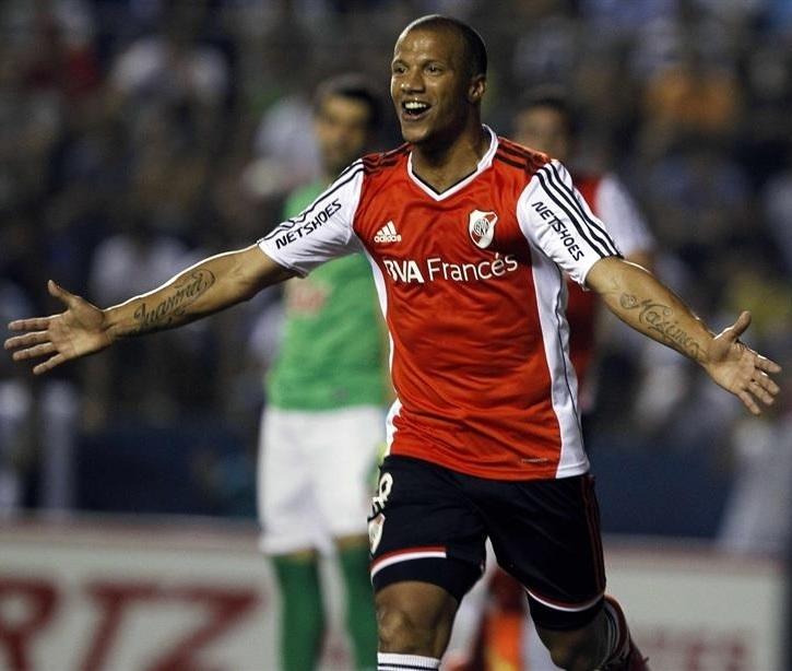 River-Plate-13-14-adidas-away-kit-carlos-sánchez.jpg