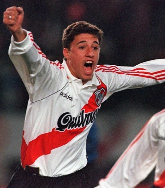 River-Plate-95-96-adidas-home-kit-Hernan-Crespo.jpg