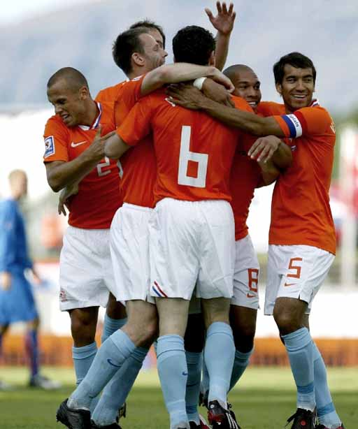 090606-Iceland-1-2-Netherlands-joy.JPG