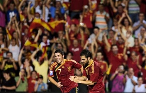 090909-Spain-3-0-Estonia-joy.JPG
