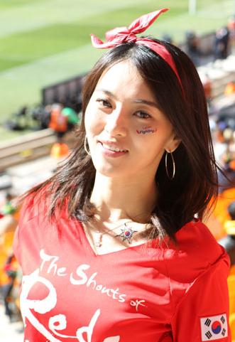 100618-South Korea-supporter.JPG