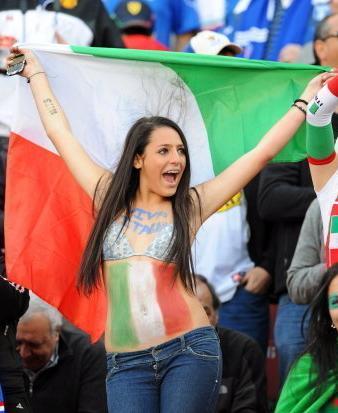 100624-Italy-supporter.JPG