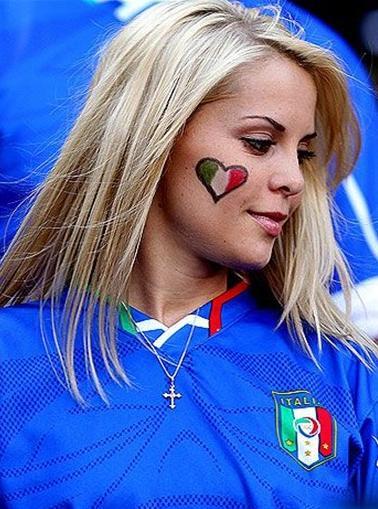 100626-Italy-supporter.JPG