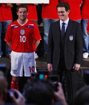 イングランド08UMBRO赤白赤-発表2.jpg
