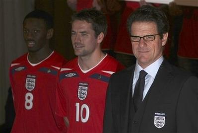イングランド08UMBRO赤白赤-発表3.jpg