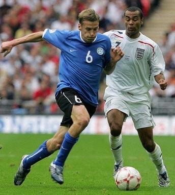 イングランド白白白3-0エストニア青黒青.jpg