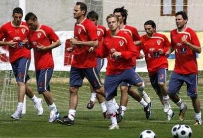クロアチア-トレーニングシャツ赤.JPG