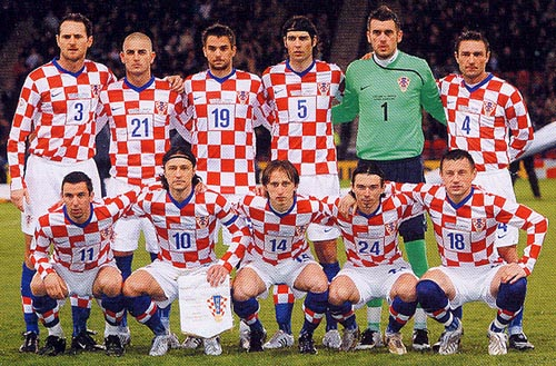 クロアチア08-09NIKE赤青白-集合.JPG