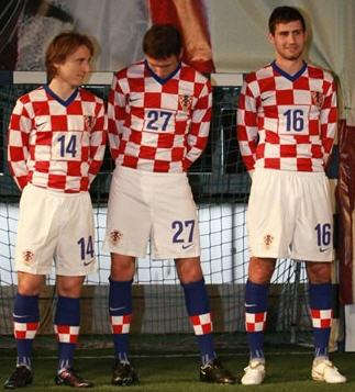 クロアチア08-09NIKE赤白青-発表2.jpg