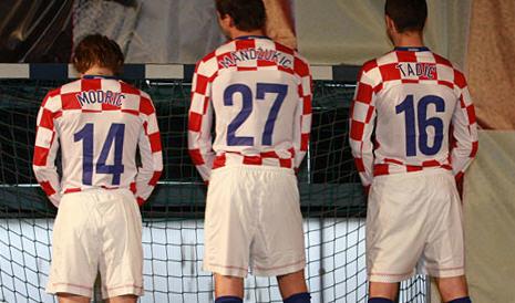 クロアチア08-09NIKE赤白青-発表3.jpg