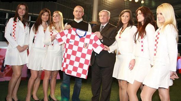 クロアチア08-09NIKE赤白青-発表4.jpg