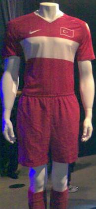 トルコ08-09NIKE赤赤赤-発見.jpg