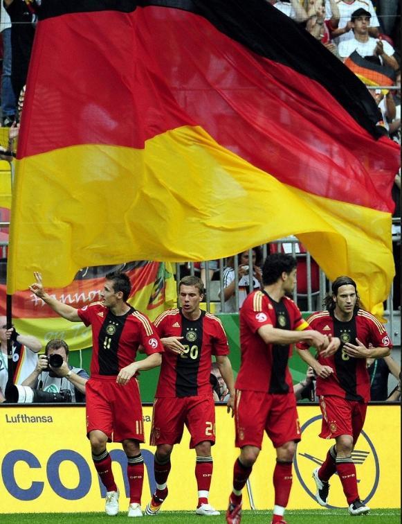 ドイツ08-09adidas赤赤赤-歓喜.JPG