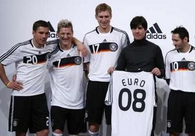 ドイツ08adidas白黒白-発表2.jpg