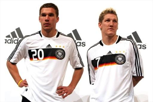ドイツ08adidas白黒白-発表3.jpg