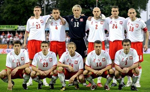 ポーランド08-09PUMA赤白赤-集合.JPG