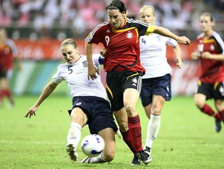 A4070914イングランド白紺白0-0ドイツ赤黒赤.jpg