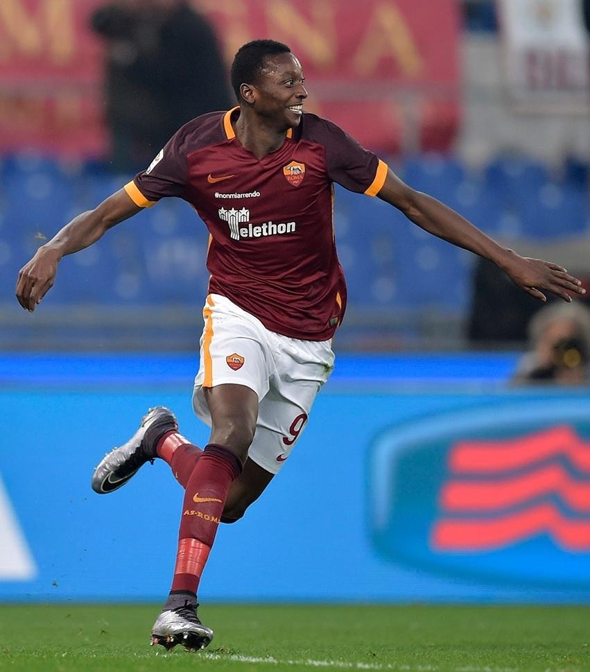 AS-Roma-2015-16-NIKE-home-kit.jpg