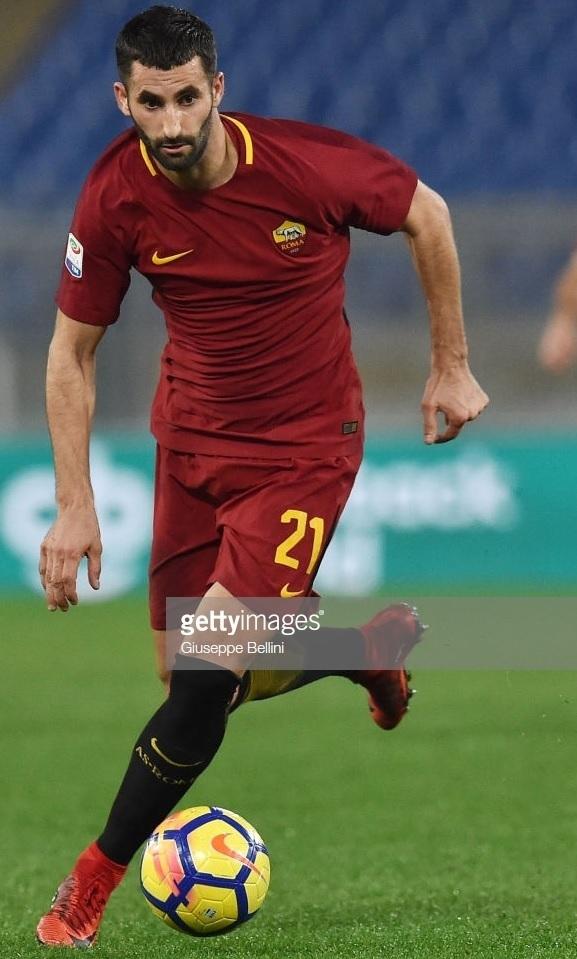AS-Roma-2017-18-NIKE-home-kit-Maxime-Gonalons.jpg