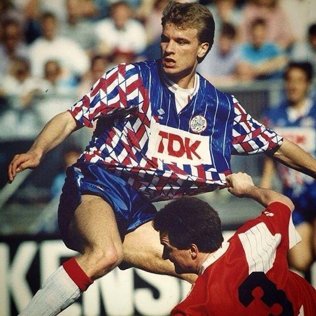 Ajax-1989-90-UMBRO-away-kit.jpg