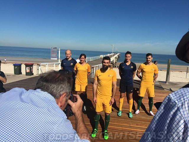 Australia-2016-NIKE-new-home-kit-7.jpg