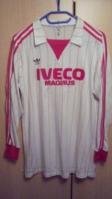 Bayern-Muenchen-1982-83-cup-shirt.jpg
