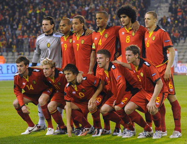 Belgium-10-11-BURRDA-home-kit-red-red-red-pose.jpg