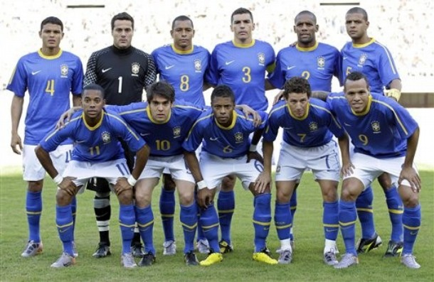 Brazil-10-11-NIKE-away-kit-blue-white-blue-pose.JPG