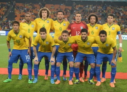 Brazil-14-15-NIKE-home-kit-yellow-blue-blue-line-up.jpg