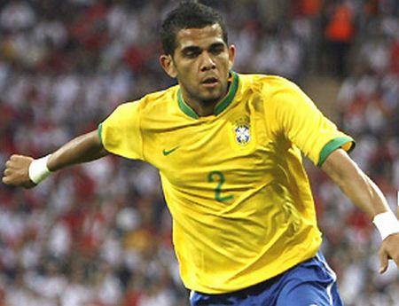 Brazil-2014-Daniel-Alves.jpg
