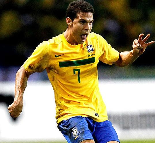 Brazil-2014-Hernanes.jpg