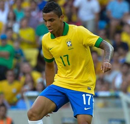 Brazil-2014-Luiz-Gustavo.jpg