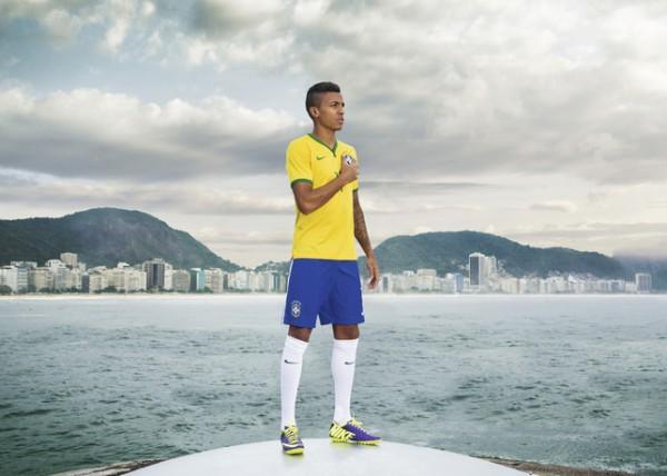 Brazil-2014-NIKE-new-home-kit-5.jpg