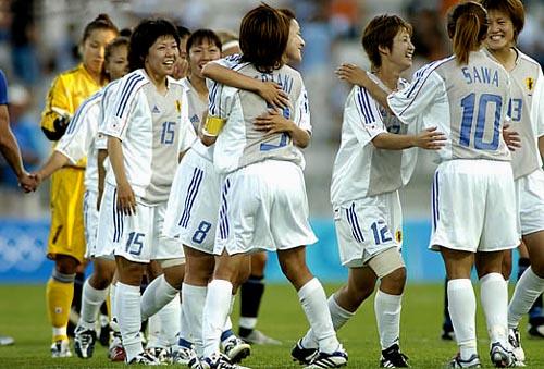 日本02-03adidas女子白青白-歓喜.JPG