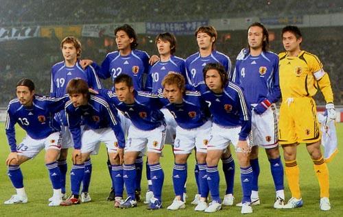 日本06-07adidas青白青-集合3.JPG