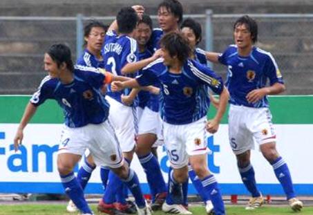 日本06-07adidasU20青白青-歓喜.jpg