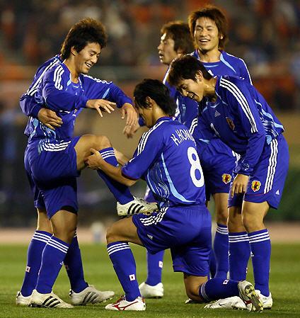 日本06-07adidasU21青青青-歓喜.jpg