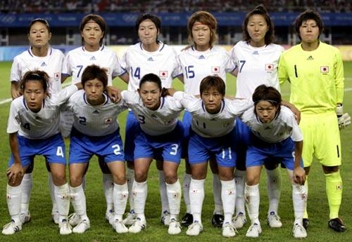 日本08女子adidasOG白青白-集合.JPG