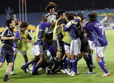 日本歓喜9輪 AFP HOANG DINH NAM.jpg