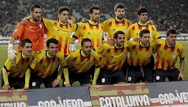 Catalunya-2013-Astore-home-kit-yellow-navy-navy-line-up.jpg