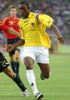 Colombia-09-10-lotto-uniform-yellow-white-white.JPG