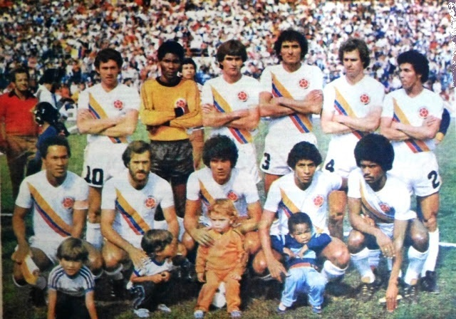 Colombia-1984-unknown-away-kit-white-white-white-line-up.jpg