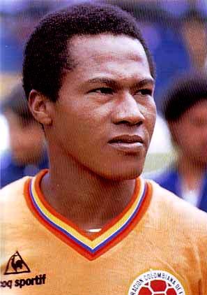 Colombia-80-81-Le coq-home-kit-orange-black-orange.JPG