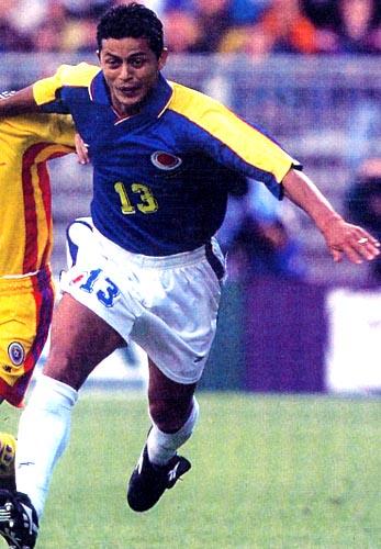 Colombia-98-Reebok-uniform-blue-white-white.JPG