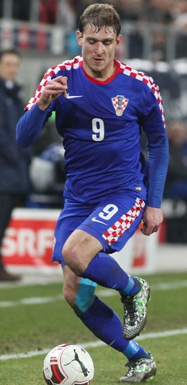 Croatia-2014-NIKE-away-model-2.jpg